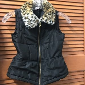 Circo Girls' Black Vest & Faux Leopard Fur Collar